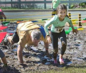 father daughter mud run race